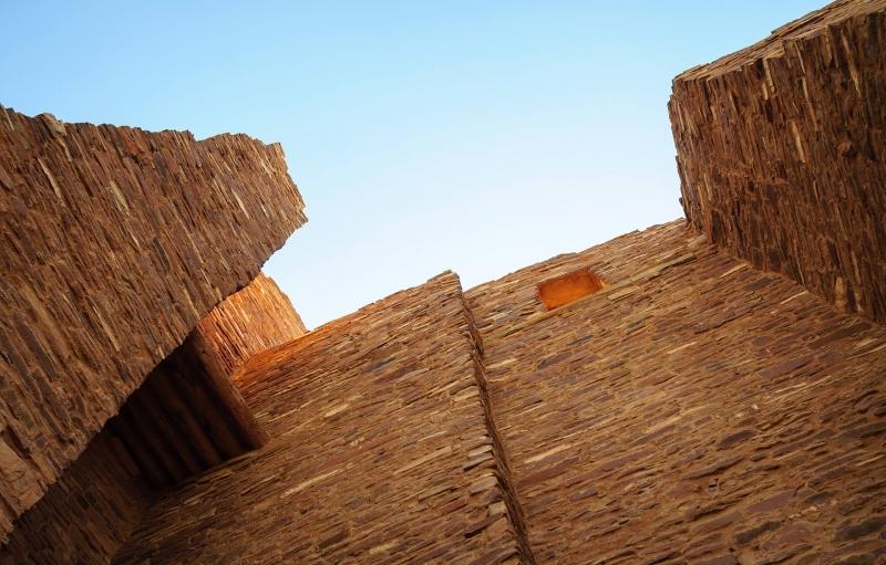 mirando hacia arriba en la Misión de Salinas Pueblo
