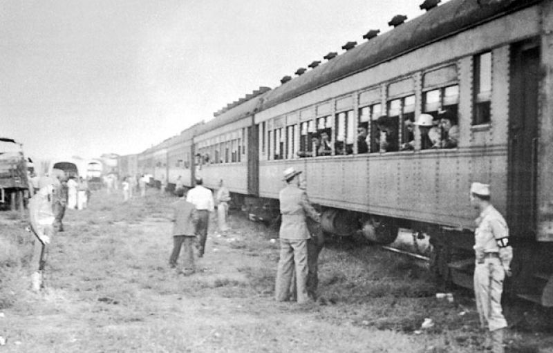 Guards were deployed when the Japanese Americans arrived at Tule Lake