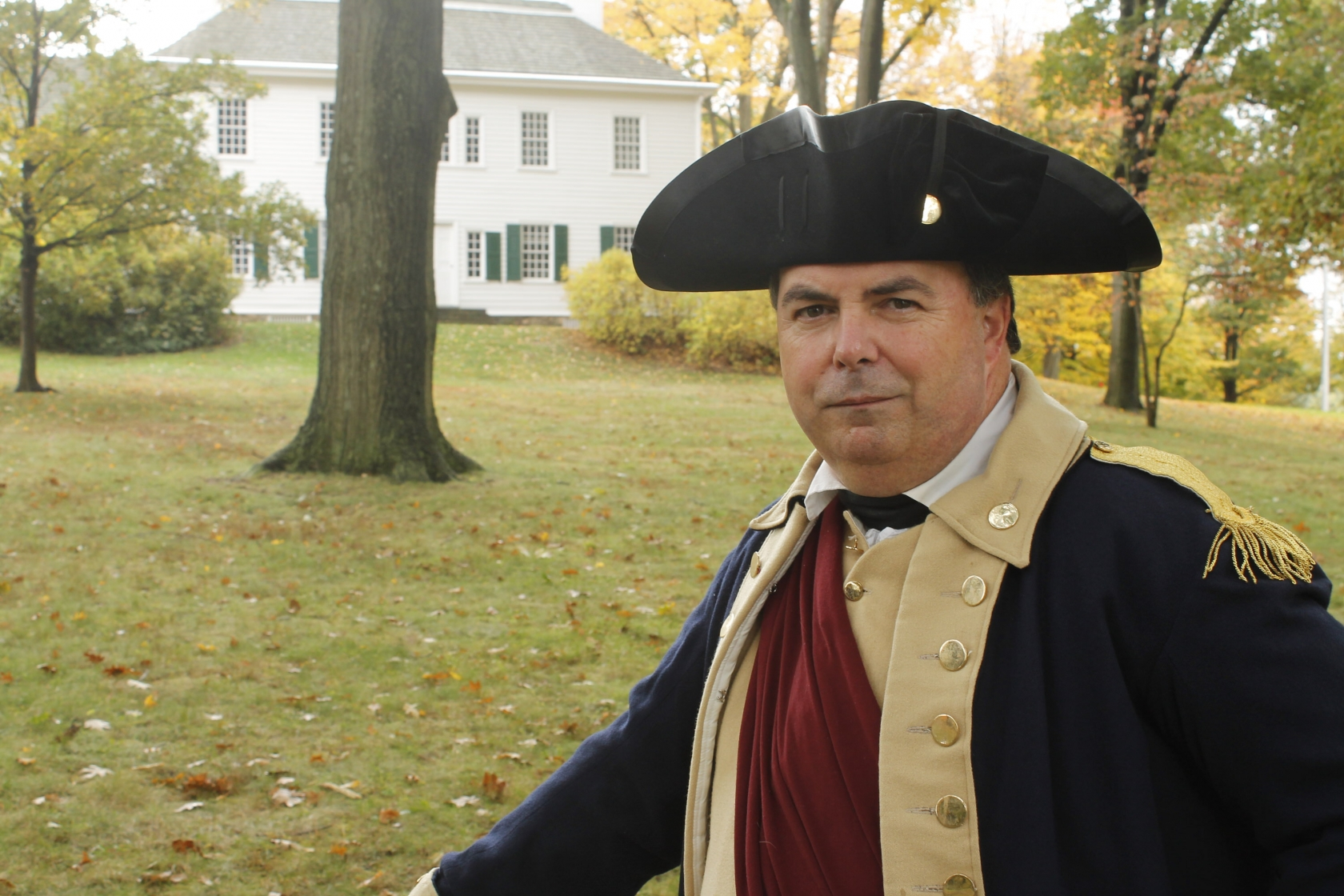 Man wearing Revolutionary War outfit