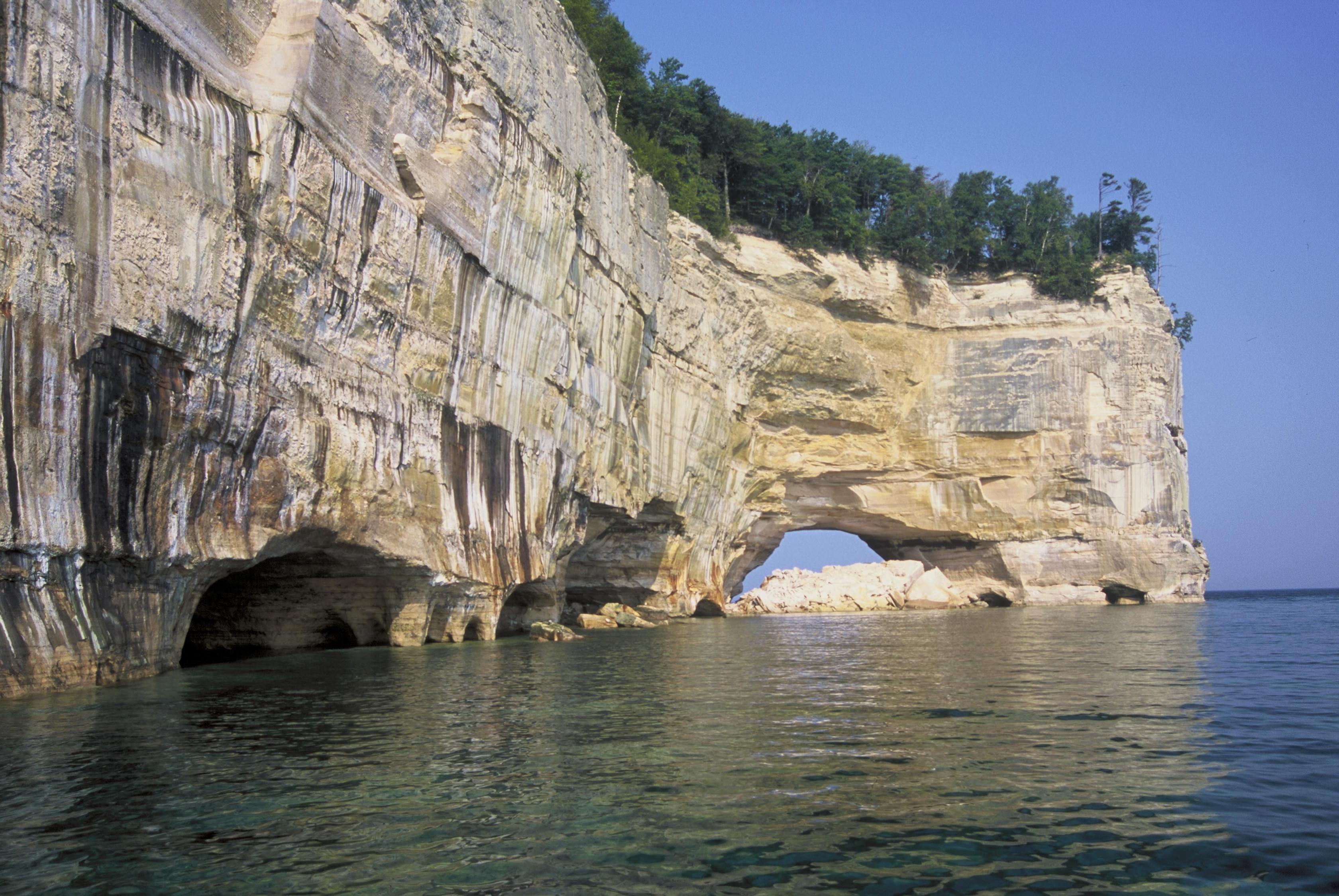 Gran Portal Point a las rocas en la fotografía.