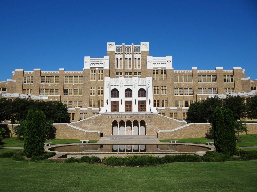 Frente a Central High School en Little Rock, Arkansas