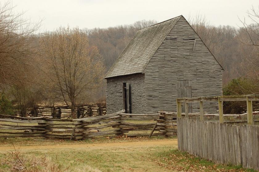 cruz histórico registro de vallas escotilla y una casa de madera de madera